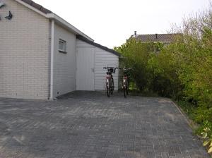 Het schuurtje met fietsenstandaards